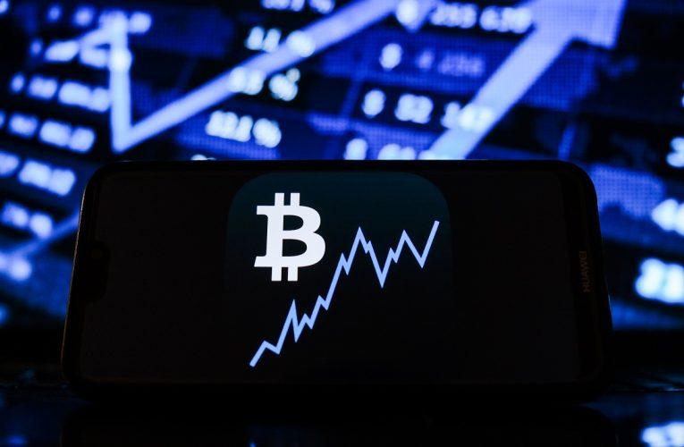 Les jeunes volent 800 000$ en bitcoin et les parents sont poursuivis en justice | Finance